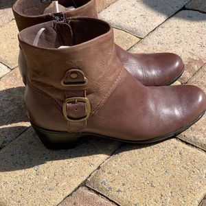 Clark's brown mini boots size 8.5
